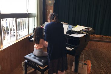 火曜日、木曜日:ひとみ音楽教室(ピアノ)